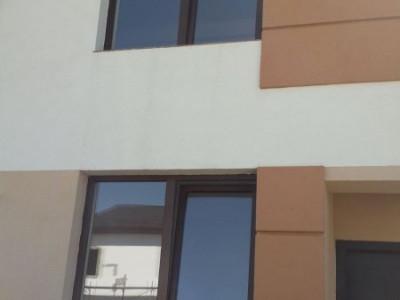 Casa cu 5 camere / zona noua / rezidentiala / in plina dezvoltare