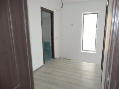 Casa tip duplex, 4 camere/ bucatarie inchisa / foarte spatios /