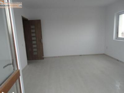 Apartament 3 camere decomandat Cristalului