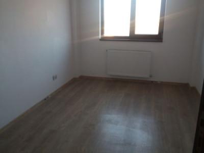 Apartament decomandat 3 camere/ pozitie excelenta/ STB la 20 metri