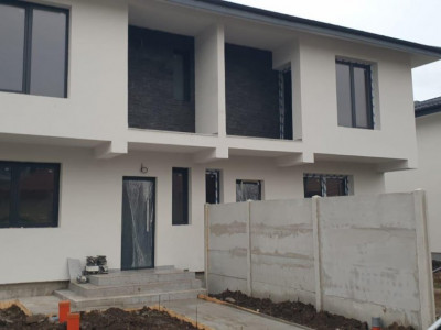 Duplex cu 4 camere cu teren generos/ zona rezidentiala/ compartimentare moderna
