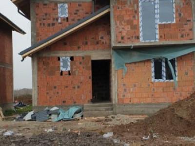 Casa individuala, cu toate utilitatile/ teren 500 mp