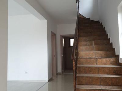 Varteju, casa duplex 4 camere si pod depozitare, 275 mp teren