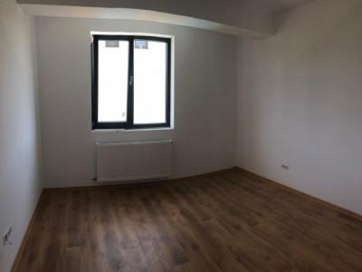 Apartament 2 camere - tip studio, Cristalului