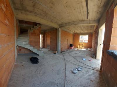 Duplex 4 camere generoase, mansarda locuibila