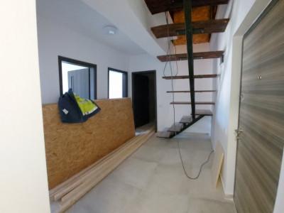 Apartament tip Penthouse,2 camere si mansarda, scara interioara, preluare rate