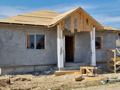 Casa individuala, pe parter cu pod depozitare, 3 camere, 2 bai, 280 mp teren