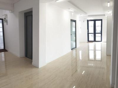 Apartament cu 2 camere, foarte spatios/ DEOSEBIT