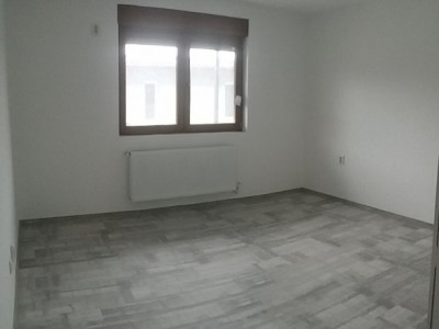 Apartament cu 3 camere, etajul 2/2, predare la alb