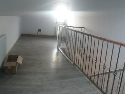 Casa tip duplex, dormitoare spatioase la etaj