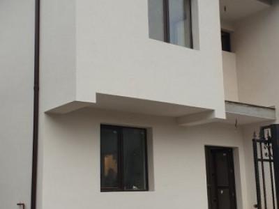 Casa tip duplex, pe strada asfaltata/ toate utilitatile functionale
