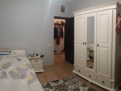 Apartament cu 2 camere, semimobilat/ la parter