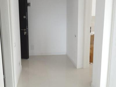 Apartament cu 2 camere, in bloc cu 4 etaje, disponibil la etajul 1
