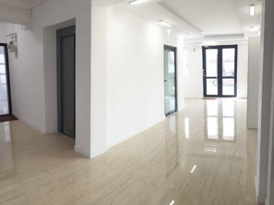 Apartament cu 2 camere, balcon de 17 mp