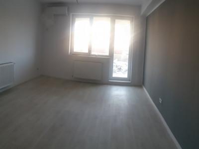 Apartament - 2 camere, la parterul blocului, curte de 60 mp, 2 locuri de parcare
