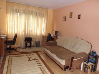 Apartament cu 2 camere, complet mobilat si utilat/ MUTARE IMEDIATA