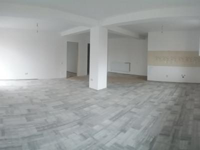 Apartament cu 3 camere, foarte spatios si luminos, cea mai buna oferta