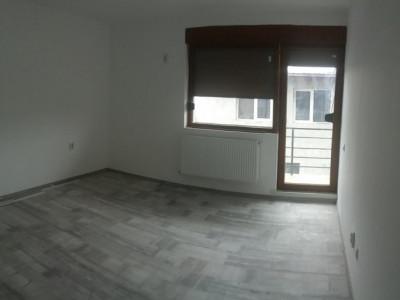 Apartament cu 3 camere, la etajul 2/3, strada asfaltata