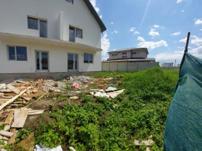 Duplex spatios cu mansarda locuibila-Celofibrei, 4 camere si 250 mp teren