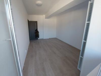 Apartament cu scara interioara/ poze reale