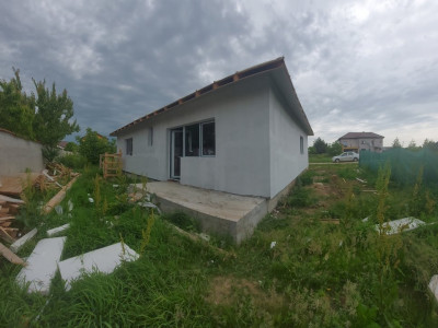 Casa pe parter, Varteju-3 camere, 2 bai, pod depozitare cu placa de beton