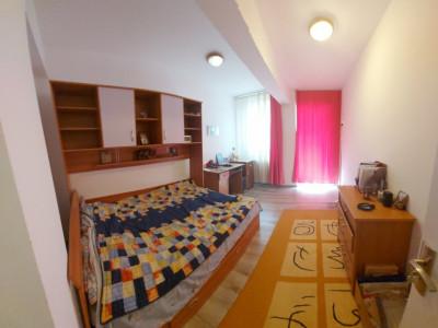 Apartament generos, 3 camere semi-decomandat, mobilat si utilat complet