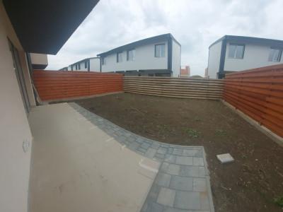 Duplex generos cu bucatarie open space si 3 dormitoare, 3 bai si curte spatioasa