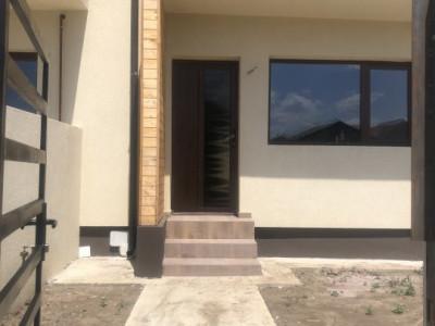 Casa tip insiruite, 3 camere, 2 bai si 2 placi beton, pod depozitare