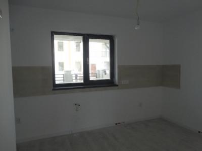 Finisata, casa 4 camere, stradal - Bragadiru