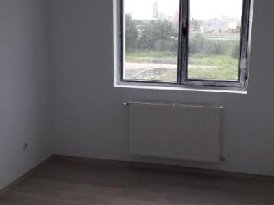 Stradal, mutare imediata, Apartament 3 camere cu  pod