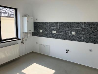 Apartament si curte E1+E2+Pod - 4 camere - Bragadiru