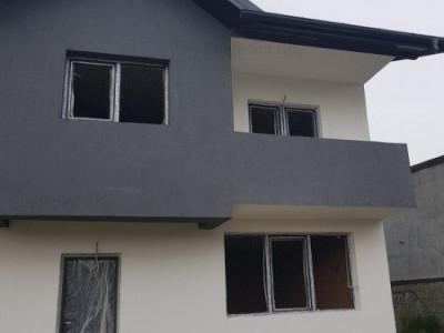 Casa 4 camere si 60 mp curte - Ultima unitate mijloc